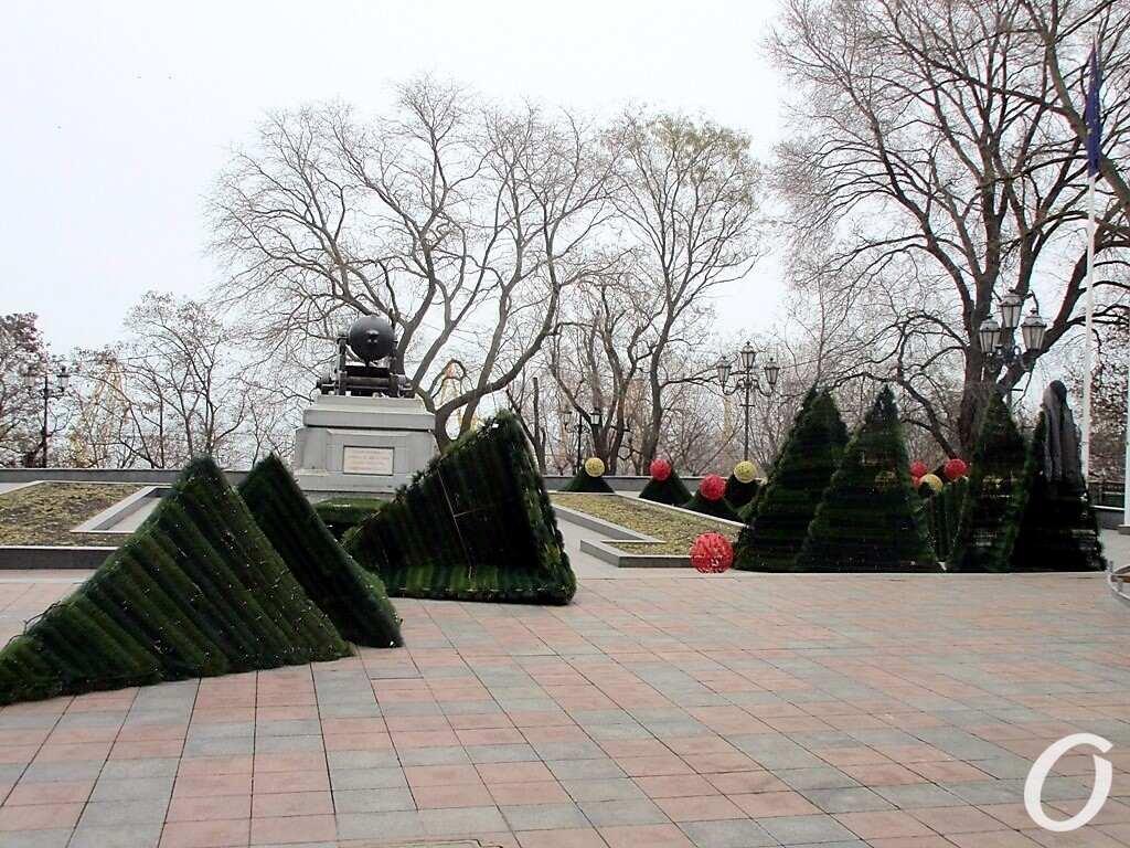 монтаж елки в Одессе