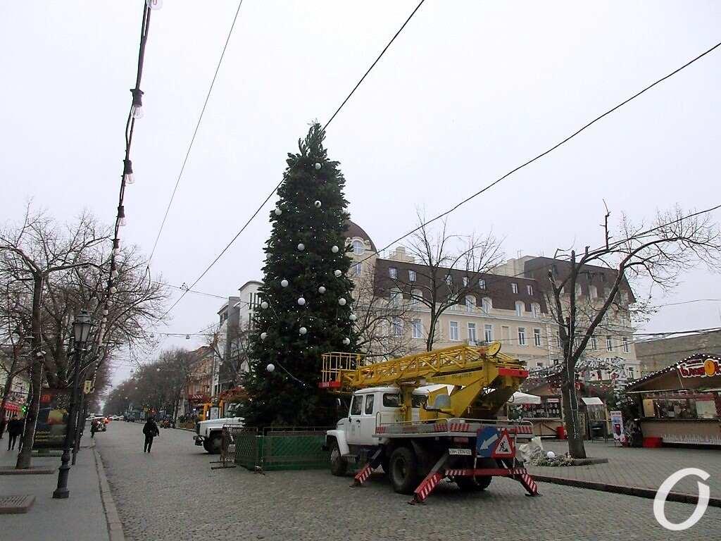 елка на Дерибасовской, украшение