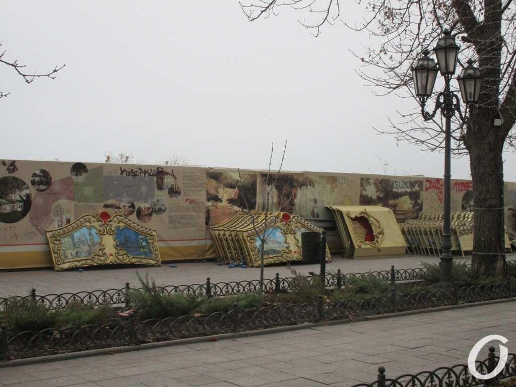 В Одессе собирают карусель