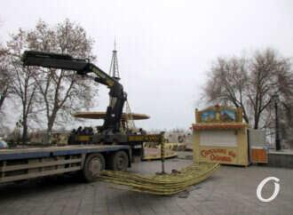 В Одессе у Дюка устанавливают карусель (фото)