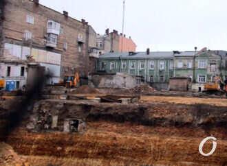 Что строится в Одессе на бульваре Жванецкого и где искать паспорт объекта? (фото)