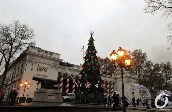 Елка по-одесски: как за 10 лет менялся облик зеленой новогодней красотки на Думской площади (фото)