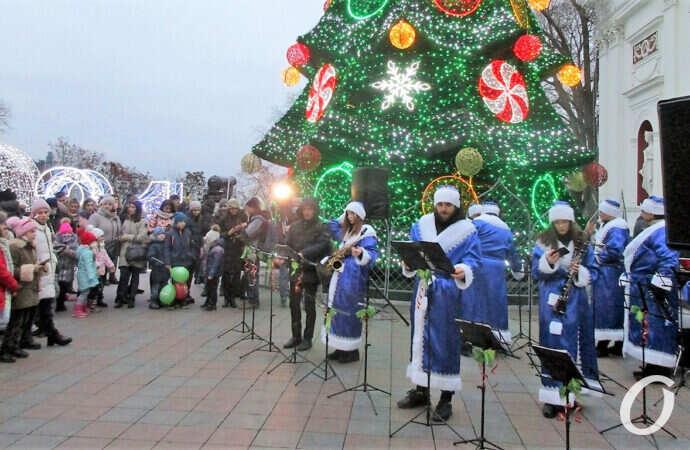 """Конфуз в Одессе: около главной елки города звучала """"блатная"""" песня (видео)"""