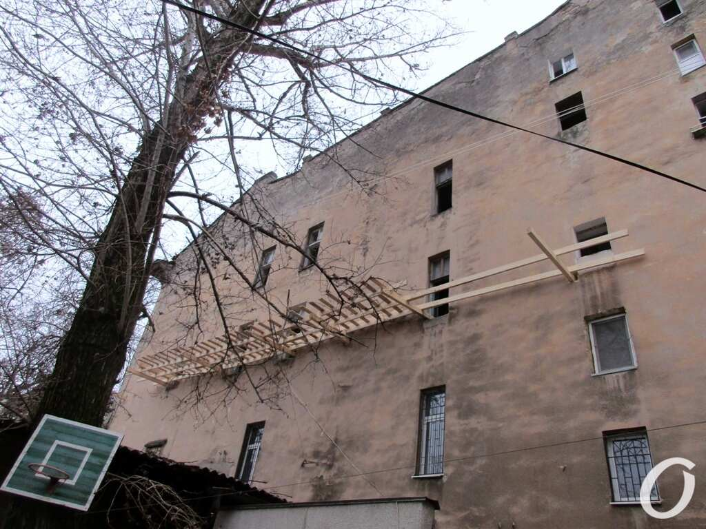Дом на Торговой, двор