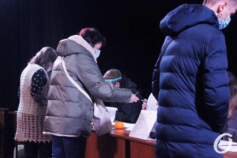 Выборы ректора ОНУ, студенты голосуют