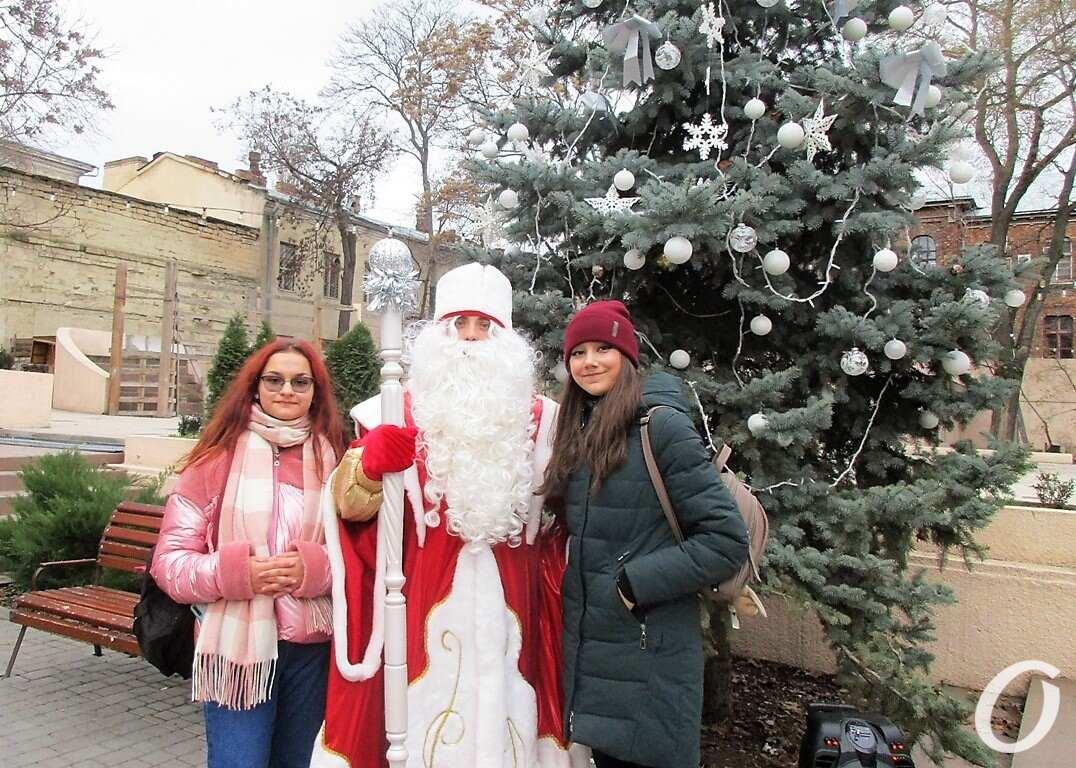 Дед Мороз и девушки