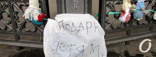 Ротонда в одесском Горсаду стала местом таинственного дарения (фото)