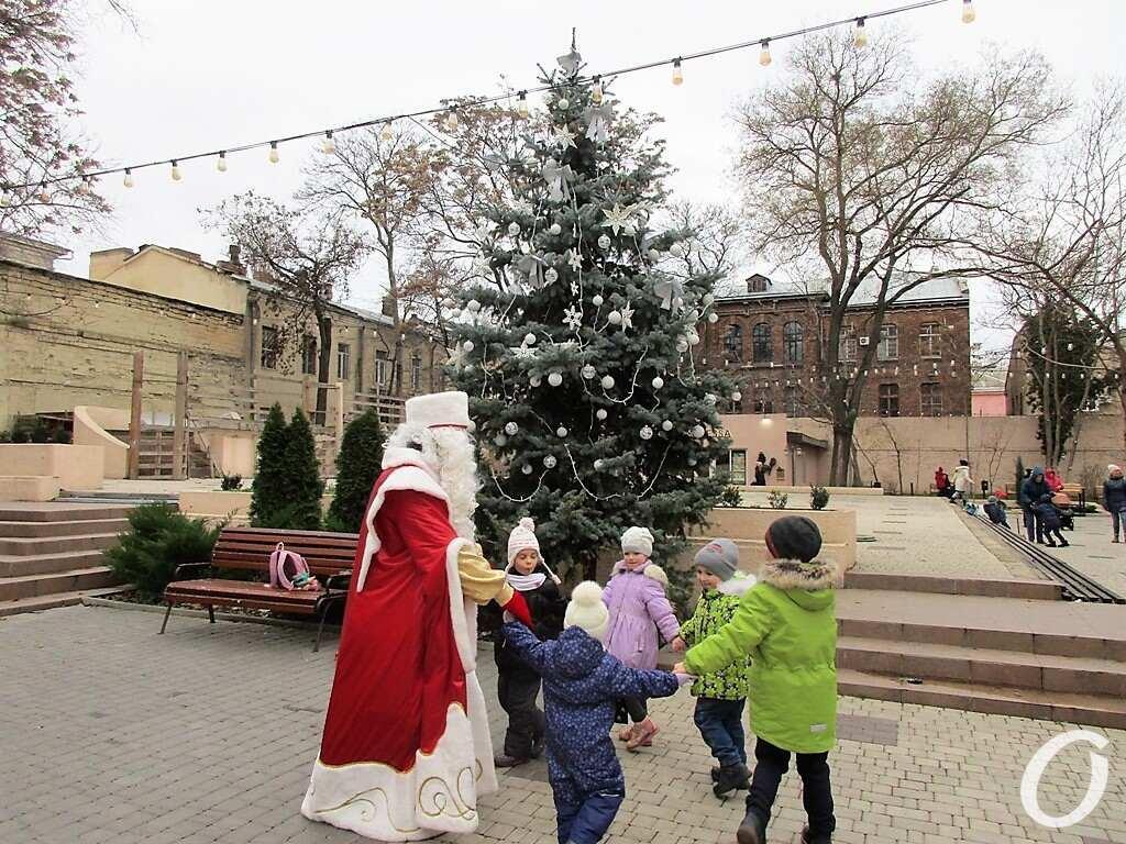 Дед Мороз, хоровод