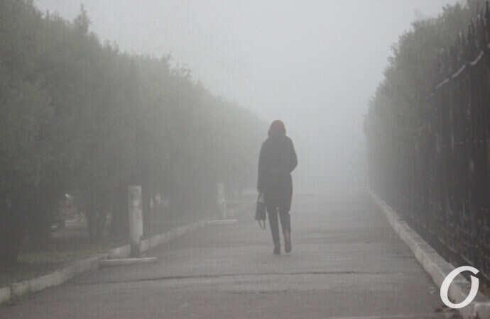 Одессу окутал густой туман (фоторепортаж)