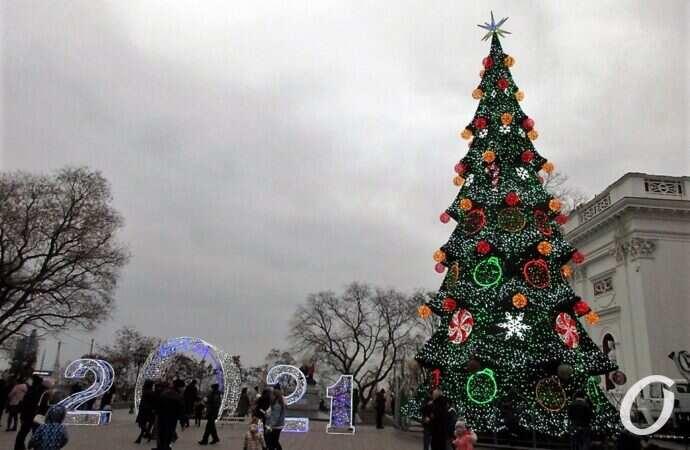 """Скандал на открытии елки в Одессе: почему на празднике звучала """"блатная"""" песня? (видео)"""