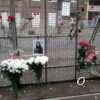 Годовщина одесской трагедии на Троицкой: горожане несут венки и цветы к месту пожара в доме Асвадурова (фото)