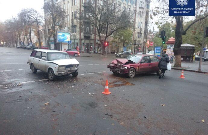 В центре Одессы произошло ДТП: есть пострадавшие