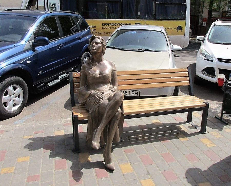 памятник одесситка орнелла мути