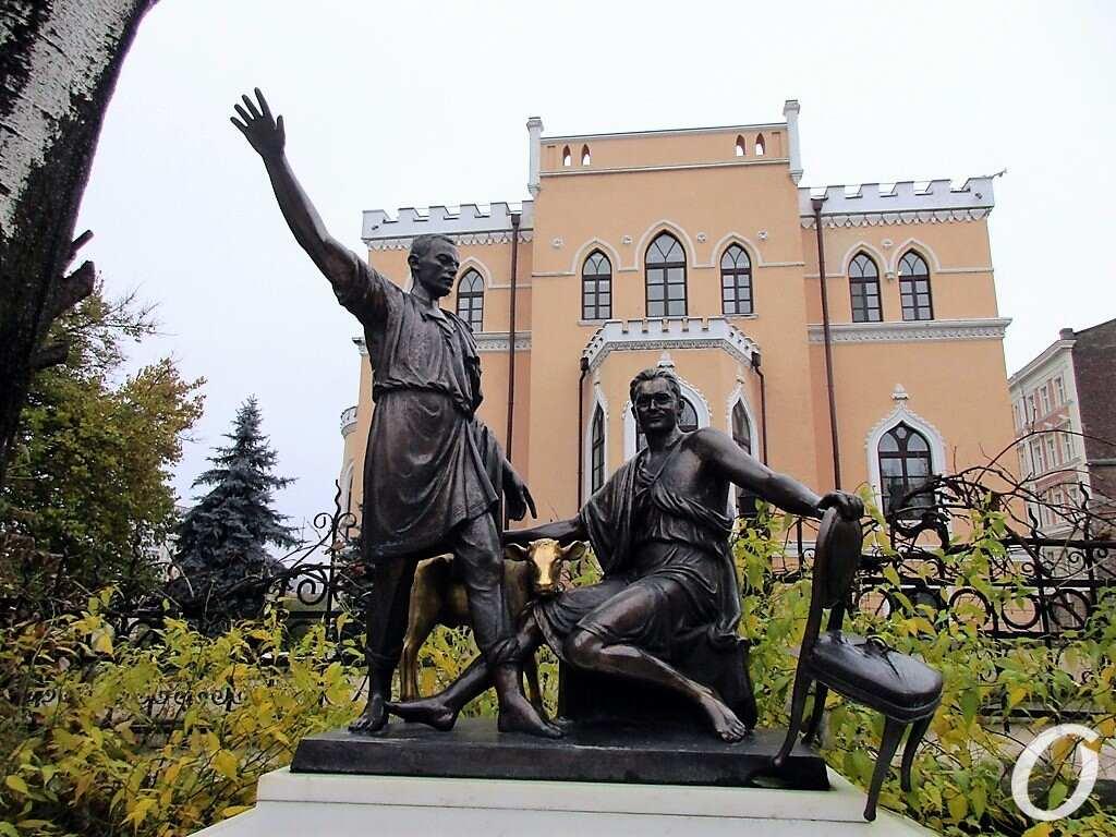 памятник Ильфу и Петрову