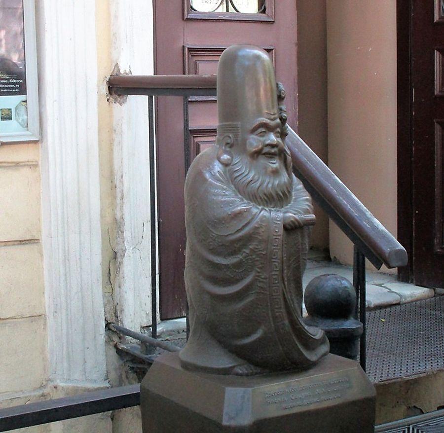 скульптура божество счастья