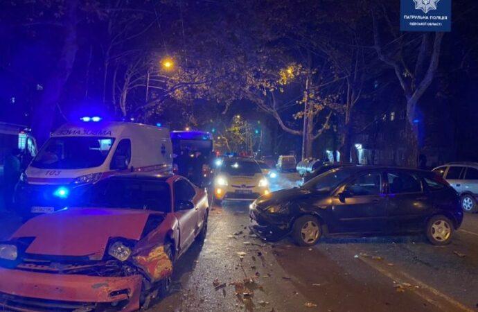 ДТП в Одессе: на Филатова столкнулись три автомобиля – пострадала женщина (фото)