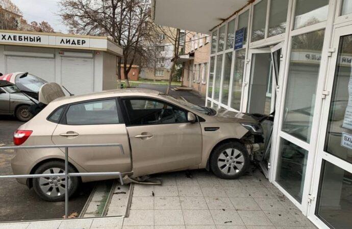 ДТП под Одессой: в Измаиле KIA заехала «на прием» в поликлинику (фото)