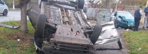 Авария-перевертыш на Таирова: в Одессе не поделили дорогу две автоледи