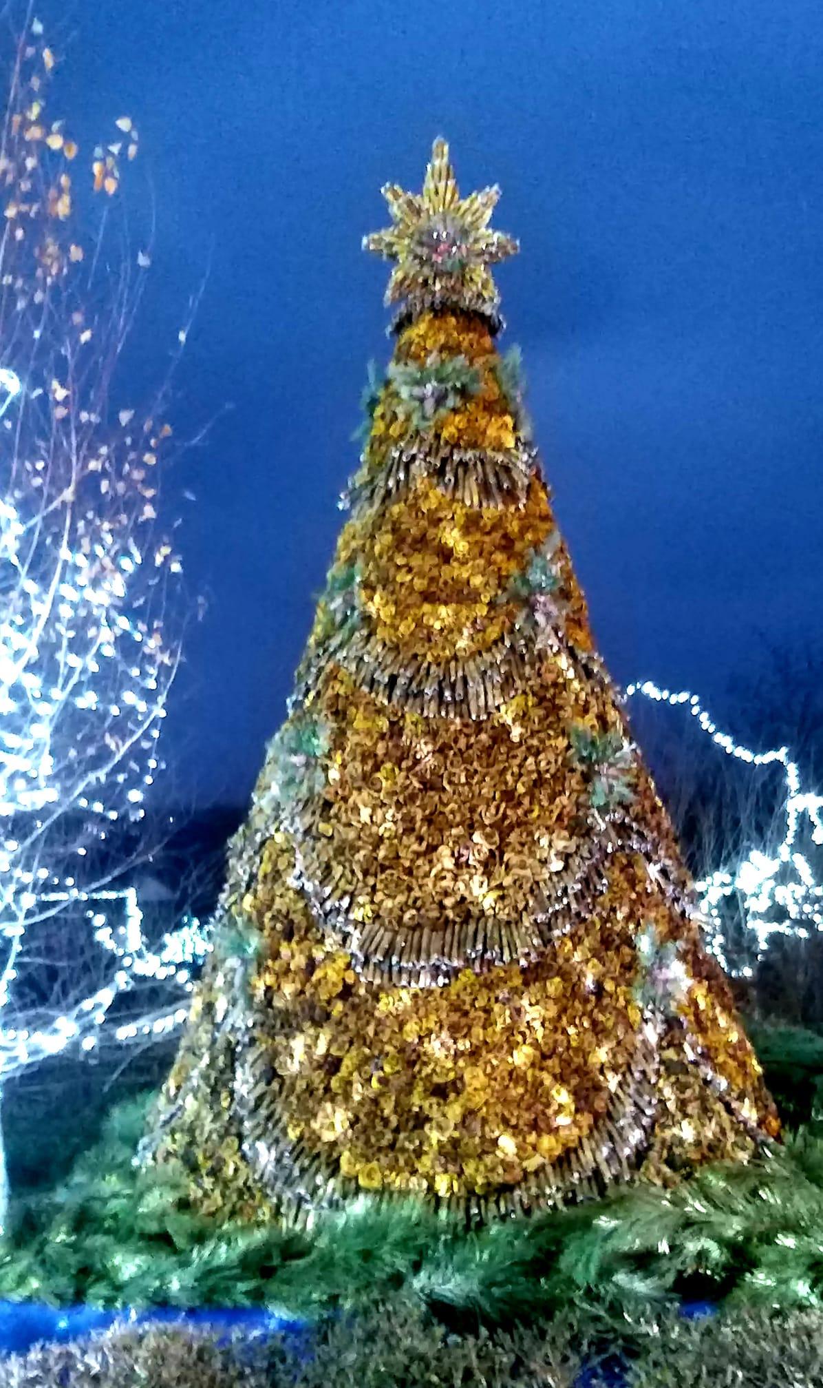 елка из листьев, Доброслав