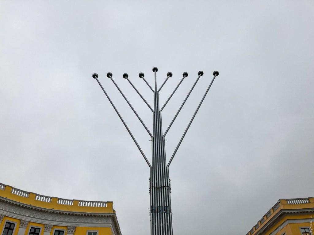 иудейская ханукия на Приморском бульваре в Одессе