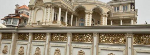 Силовики нагрянули с обыском в шикарный особняк экс-главы Одесского облсовета – СМИ (фото)
