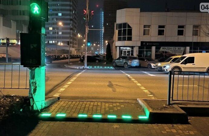 В Одессе появился уже 3-й пешеходный переход со светящейся плиткой