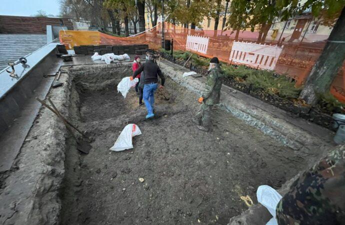 Раскопки на Приморском бульваре в Одессе: что нашли археологи? (фото)
