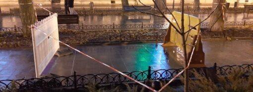 Раскопки в Одессе: на Приморском бульваре восстановили «раскуроченную» плитку (фото)