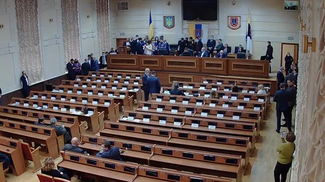 Сессия Одесского облсовета: депутаты блокируют трибуну перед началом заседания (видео)