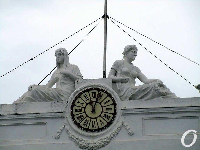 скульптура ночи одесская мэрия