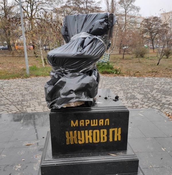 на месте памятника Жукову
