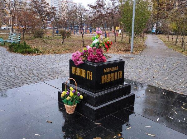 бывший бюст Жукову