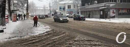 Снегопад в Одессе: въезд большегрузного транспорта в город ограничили