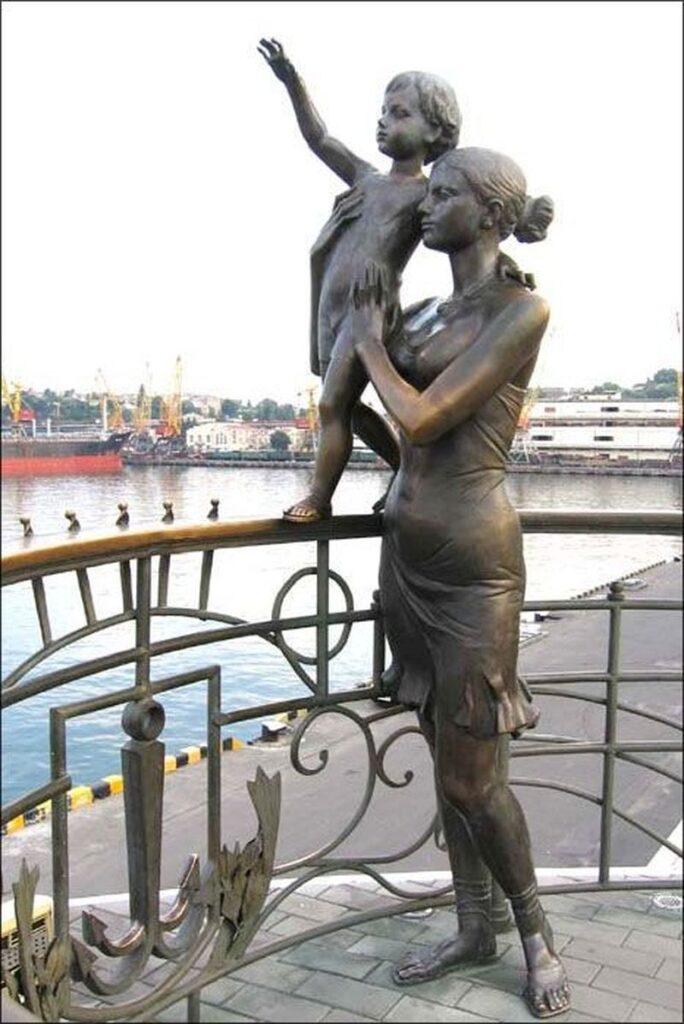 скульптура жена моряка одесса