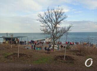 Аншлаг на одесском пляже в первый день нового года (фото)