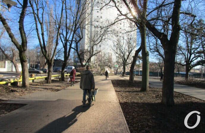 Одесский Алекссевский сквер: новые фонари, плитка и другие преображения (фото)