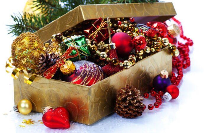 Как хранить новогодние игрушки и мишуру