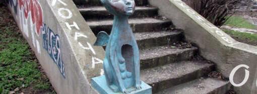 Вандалы изувечили еще две одесские скульптуры (фото)