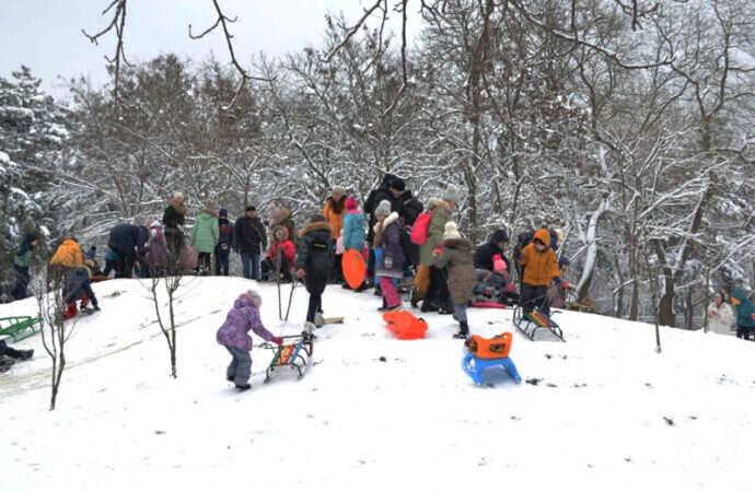 Зима в Одессе: заснеженные Черемушки и аншлаг в парке Горького (фоторепортаж)