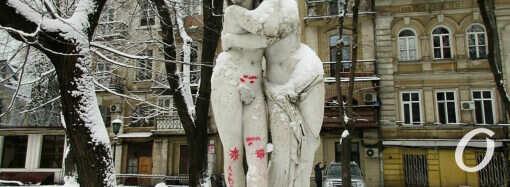 В одесском Пале-Рояле вандалы испоганили скульптуру «Эрот и Психея» (фото)