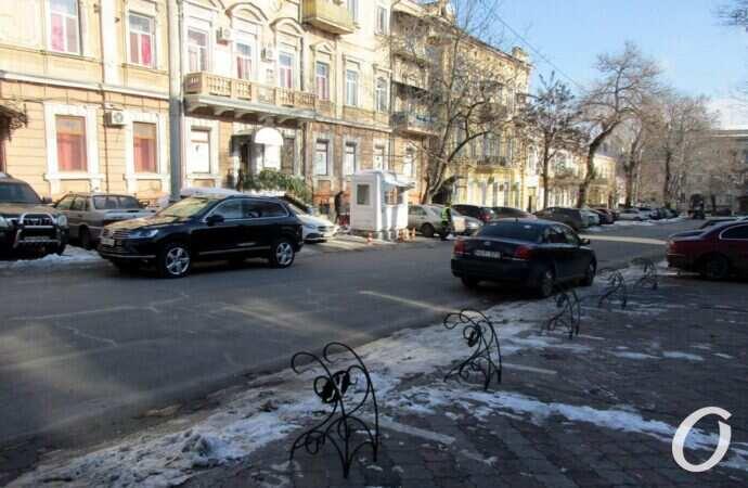 Крошечный одесский переулок: фасадные творения и арт-дворик (видео)
