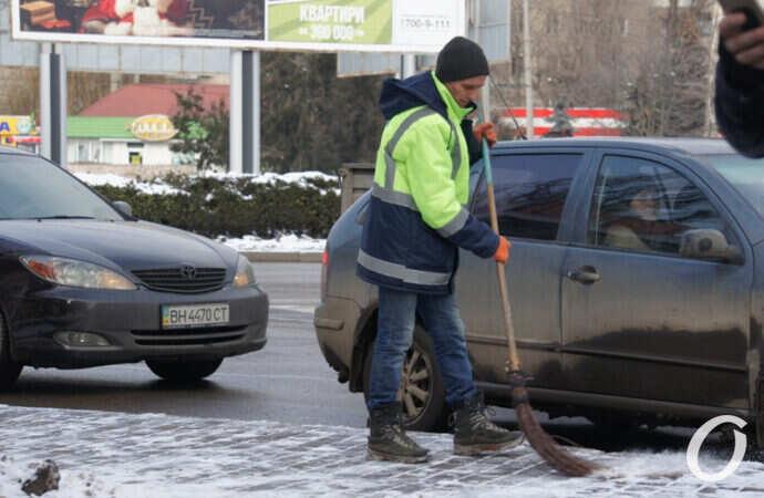 Как на улицах Одессы убирают снег и лед? (фото)