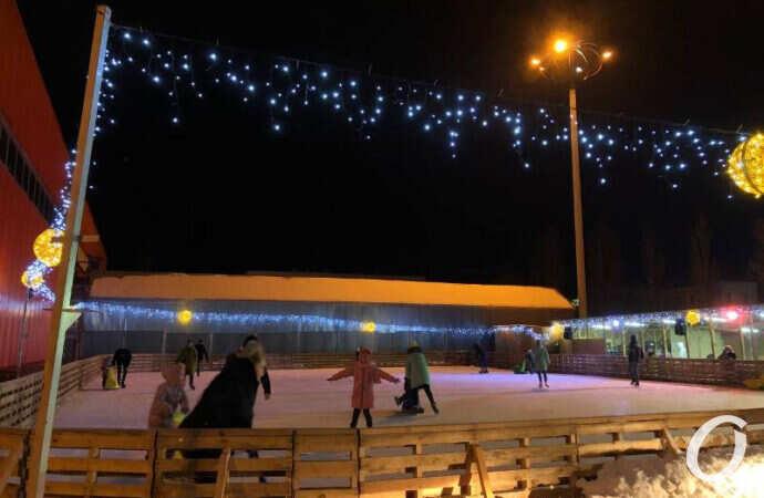 Фотофакт: в Одессе на Таирова появился каток
