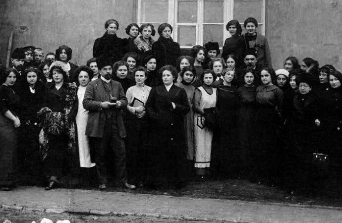 На высших женских курсах одесситок обучали истории, математике и физике