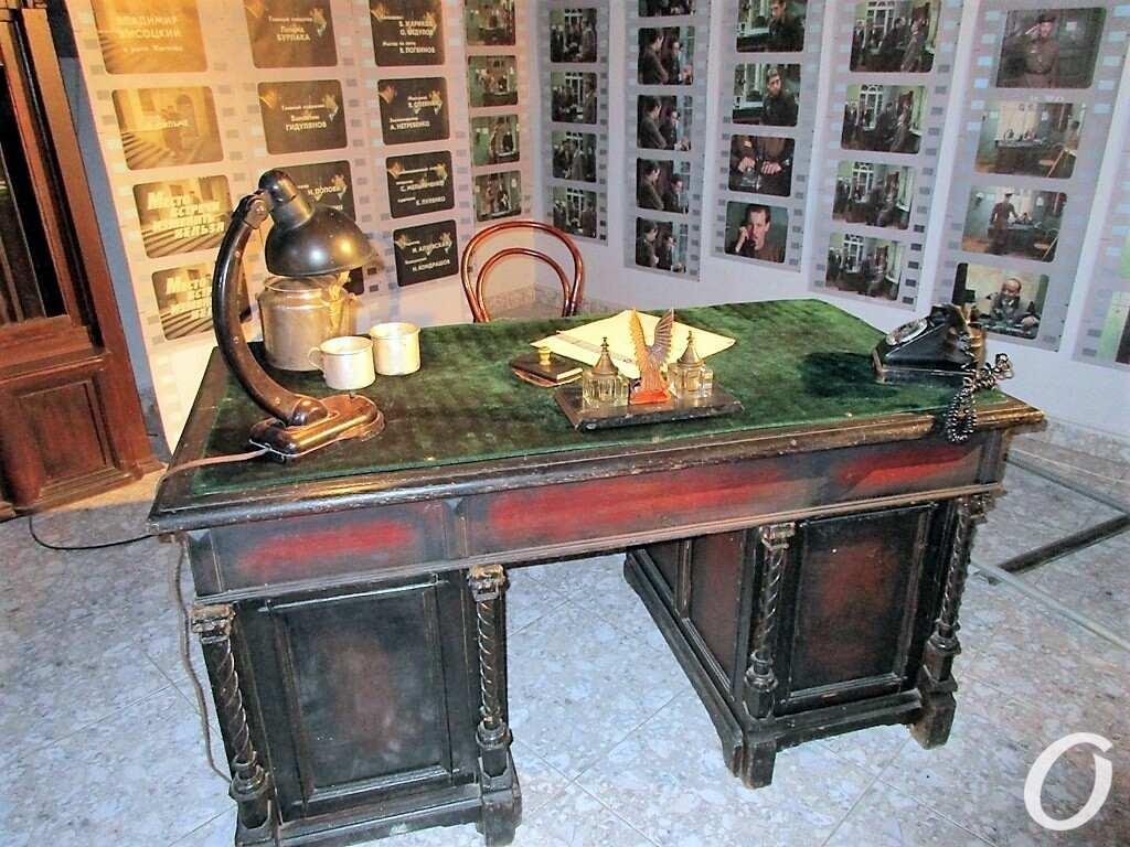 Высоцкий и Одесса, стол