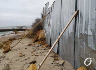 В Одессе владельцы кафе в Аркадии начали самовольно застраивать пляж (фото)
