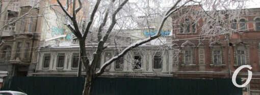 Два исторических одесских здания за забором: все только начинается (фото)