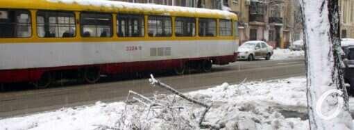 Непогода в Одессе: часть трамвайных маршрутов не работает (обновлено в 9:35)