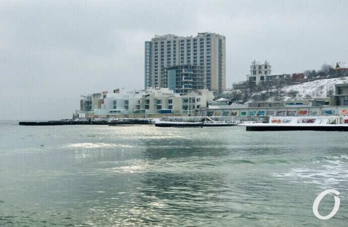 Море и снег: одесскую Аркадию накрыло пушистым покрывалом (фото, видео)