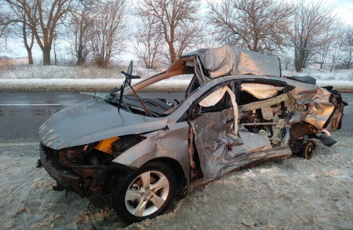 На трассе Одесса-Киев легковушка влетела в фуру: погиб человек (фото)